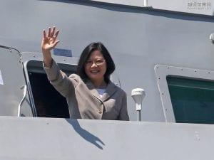 台湾蔡英文总统首出访巴拿马巴拉圭美国 (2)